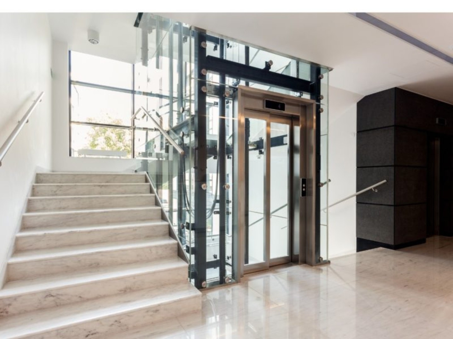 Lift consultants design glass lift doors
